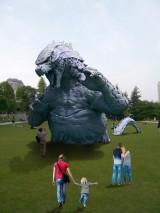 ハリウッド映画版『GODZILLA ゴジラ』の約1/7サイズのゴジラが東京ミッドタウンに出現(C)2014 WARNER BROS. ENTERTAINMENT INC. & LEGENDARY PICTURES PRODUCTIONS LLC TM&(C)TOHO CO.,LTD.