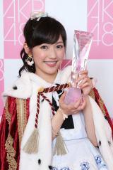 『第6回AKB48選抜総選挙』で悲願の1位に輝いた渡辺麻友 (C)AKS
