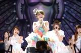 卒業セレモニーで大勢のファンに見送られた大島優子 (C)AKS