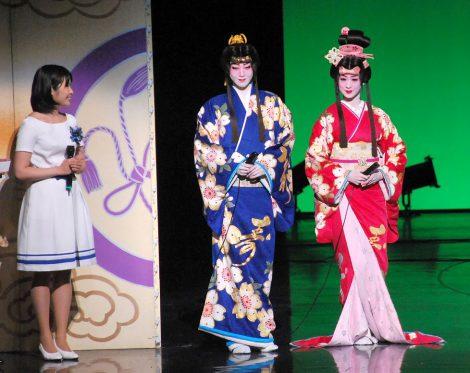 『ドリームジャンボ宝くじ』当選番号発表会に出席した(左から)龍真咲、愛希れいか (C)ORICON NewS inc.