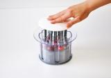 『さくらんぼ用種抜き Cherry Pitter』(小久保工業所) 器具を上からセット