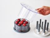『さくらんぼ用種抜き Cherry Pitter』(小久保工業所) 手で押すだけで種がとれる