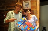 6月14日に28歳の誕生日を迎えた比嘉愛未。AKIRA主演ドラマ『GTO』のキャスト・スタッフが祝福(C)関西テレビ