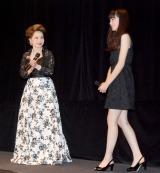 映画『渇き。』の女子高生限定試写会イベントに出席した(左から)デヴィ夫人、小松菜奈 (C)ORICON NewS inc.