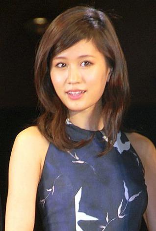 映画「エイトレンジャー2」完成披露舞台あいさつに出席した前田敦子