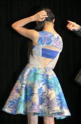 セクシーな背中開きドレスで登場したベッキー=映画『エイトレンジャー2』完成披露舞台あいさつ (C)ORICON NewS inc.