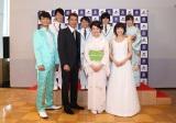 (前列左から)氷川きよし、山川豊、田川寿美、水森かおり、(後列左から)はやぶさ、岩佐美咲(AKB48)