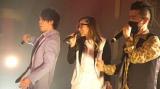 ラッパーのGASHIMA(右)は交通事故で重傷を負うもマスクをつけてライブを敢行(左からSHIROSE 、NIKKI)