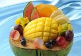 南国フルーツが贅沢に盛られた『丸ごとヤシの実のココナッツプリン』
