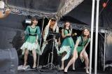 スペシャルコラボ「THANKS」(写真左からあ〜ちゃん、新藤晴一、かしゆか、のっち)