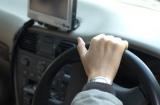 JAFと自動車保険会社のロードサービス、あなたにとってはどちらが便利?