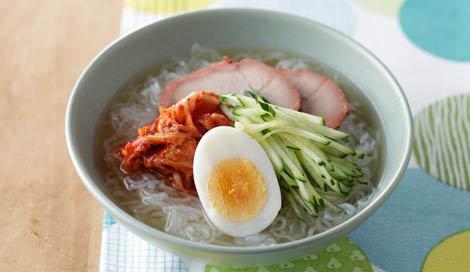 『スーパーダイエットフード しらたきレシピ』(主婦の友社/8月6日発売)より 「韓国風しらたき冷めん」