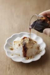 『スーパーダイエットフード しらたきレシピ』(主婦の友社/8月6日発売)より 「しらたきの黒みつきな粉」