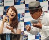 サントリー『おいしいZERO』記者発表会でほろ酔いトークを展開した(左から)本田朋子アナ、木梨憲武 (C)ORICON NewS inc.