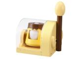 """お取り寄せ等で人気の""""たまごプリン""""が家庭で手軽に作ることができるクッキングトイ『おかしなたまご まわしてまわしてまるごとプリン』。まずは卵をセット (C)T-ARTS"""