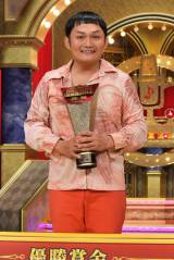MBSのお笑いグランプリ『歌ネタ王決定戦2014』2代目歌ネタ王に輝いた手賀沼ジュン(C)NMB