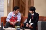 9月7日放送、TBS系『日曜劇場 おやじの背中』第9話より 父親が「主夫になる」と宣言。その時、息子は…(左から)内野聖陽、神木隆之介(C)TBS
