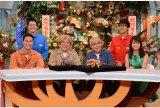 『所さんの目がテン!』は番組25周年(後列左から)安村直樹日本テレビアナウンサー、酒井善史(実験プレゼンター)(前列から)ユージ、ビートたけし、所ジョージ、後藤晴菜日本テレビアナウンサー (C)日本テレビ
