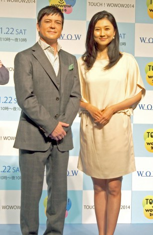 『TOUCH!WOWOW2014』記者会見に出席した(左から)川平慈英、菊川怜 (C)ORICON NewS inc.