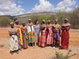 ニールズヤード レメディーズがフランキンセンスを調達しているのは、ケニア北部のサンブル族が住むエリア。現地貧困女性たちの経済支援も目的で、原料費に加え、仕入れ価格の10%を現地へのサポート費として納めている