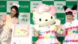 キティちゃんとお揃いのリボンをつけて笑顔の佐々木希とバービー (C)ORICON NewS inc.