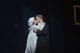 舞台『THE 39 STEPS』で濃厚なキスシーンを披露した渡部篤郎と水川あさみ (C)oricon ME inc.