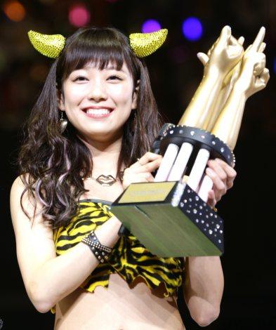 『AKBじゃんけん大会』5代目女王・渡辺美優紀が12月24日にソロデビュー決定(C)AKS