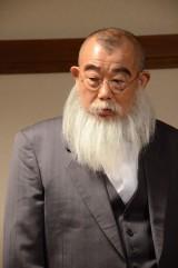 放送から500回を迎える『世界仰天ニュース』再現VTRに鶴瓶も登場 (C)日本テレビ