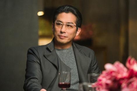 知的なメガネの真田広之さん