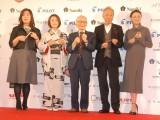 『万年筆ベストコーディネイト賞2014』の表彰式に出席した(左から)林真理子氏、上村愛子、畑正憲氏、谷村新司、国生さゆり (C)ORICON NewS inc.