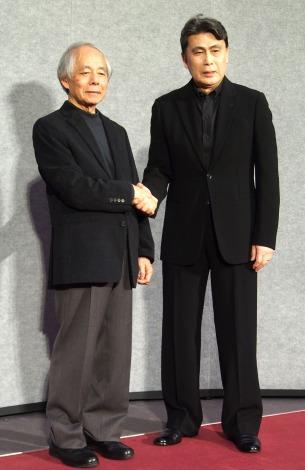 NHKの主演ドラマ『ナイフの行方』の会見に出席した(左から)脚本の山田太一氏、松本幸四郎 (C)ORICON NewS inc.