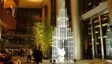 """虎ノ門ヒルズ初のクリスマスイベント「TORANOMON HILLS WINTER 2014」がスタート! """"トラのもん""""が入った真っ白なオブジェ「Toranomon White Forest」が登場(28日=東京・港区)"""