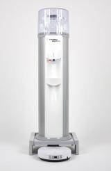ウォーターサーバーと掃除ロボットが合体! コスモライフ社のお掃除ロボット「アクロ」一体型ウォーターサーバー