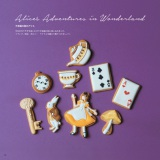 レシピ本『下絵つきで、はじめての人にもやさしい!アイシングクッキーでつくるかわいい動物や物語りクッキー100』(bougiee著/税別1200円)より 「不思議の国のアリス」