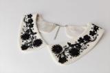 つけ襟の専門ブランド「ラ・コルテ(LA COLLETE)」立体刺繍 つけ襟(税抜1万2000円)