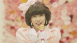 渡辺美優紀のソロデビュー曲「やさしくするよりキスをして」の80年代風MV公開