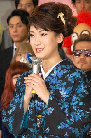 『第56回 輝く!日本レコード大賞』記者会見に出席した市川由紀乃