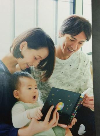矢部浩之&青木裕子夫妻と愛息・稜くん=フォト日記『母、妻、ときどき青木裕子』(C)講談社