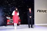 ダイハツの軽自動車『新型ムーヴ』の発売記念イベントに登場した長谷川博己と小松菜奈 (C)oricon ME inc.