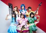 来年2月25日にメジャー第1弾シングルをリリースするGacharic Spin(前列左から:まい、TOMO-ZO、ありさ 後列左からオレオレオナ、はな、FチョッパーKOGA)