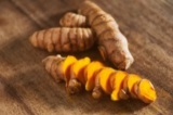 タイ伝統の本格ハーブで蒸しマッサージ『ハーブボール タイエステL』(オープン価格/紀陽除虫菊) 成分 ターメリック