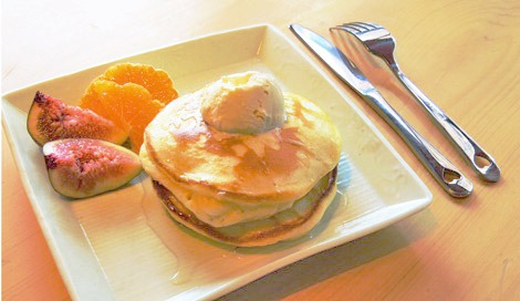 塩麹が甘さを引き立てる「ふわふわパンケーキ」