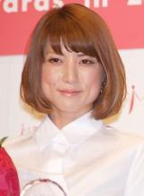 【6月4日】歌手のhitomiが一般男性との結婚と妊娠を発表。hitomiは3度目の結婚となるが「どう思われようとも自分なりに自分らしく進んでゆこうと思います」とコメントを寄せた。