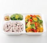 『タニタ監修弁当 いかと彩り野菜のカレー炒め』(税込550円)