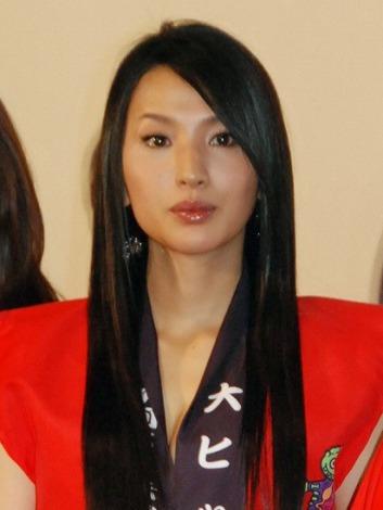 映画『ST 赤と白の捜査ファイル』初日舞台あいさつを行った芦名星 (C)ORICON NewS inc.
