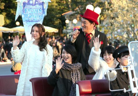 TDL記念セレモニーに登場した(上段左から)May J.、ピエール瀧、(下段左から)松たか子、神田沙也加 (C)oricon ME inc.