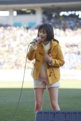 全国高校サッカー選手権決勝戦が行われた埼玉スタジアムで「瞳」を熱唱した大原櫻子
