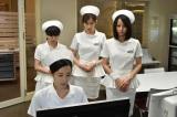 TBS系ドラマ『まっしろ』に主演する堀北真希(右端)(C)TBS