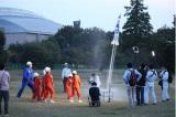 2つ目のミッションは、ペットボトルで作ったロケットを空に向かって飛ばすこと。うまくいくのか!?(C)テレビ朝日