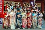 神田明神で成人式記念撮影会を行ったAKB48グループの新成人22人 (C)ORICON NewS inc.